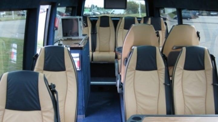 15-seater-vip-interieur